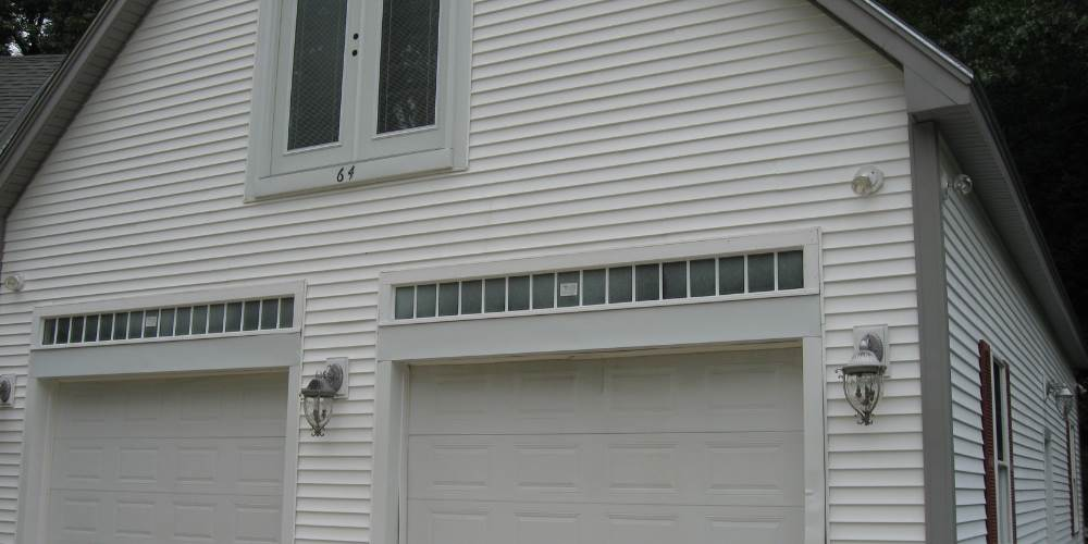 siding-garage-power-washed
